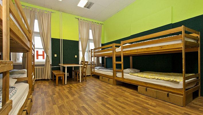 hostel-osmilůžkový-pokoj