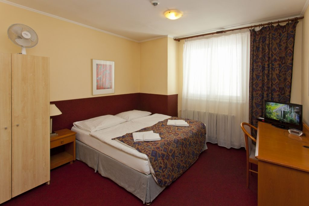 Hotelov pokoj a plus hostel hotel for Chambre d hotel nice