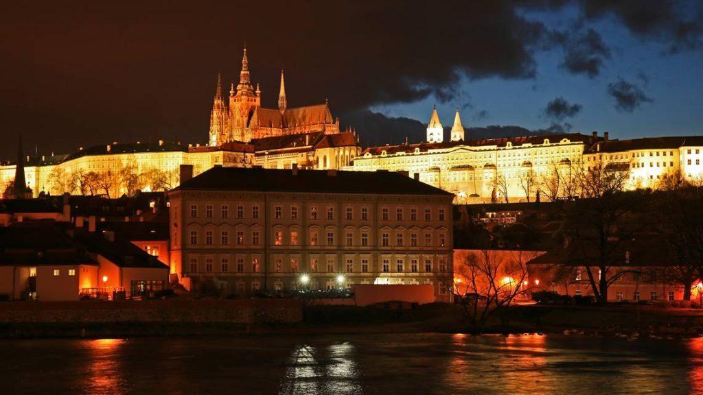 Praha Vás srdečně přivítá